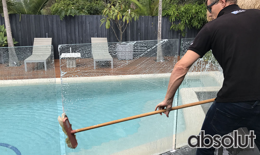 Pool Fence Cleaning lessons – Absolut's tips on how to save time and effort