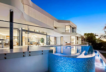 Frameless-Glass-Pool-Fencing-Gold-Coast